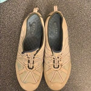 Privo by Clark's shoes size 10